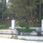 Καλπάκι . Οι ανδριάντες των Ι.Μεταξά - Γεωργίου του Β' -Παπάγου