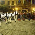Τα χορευτικά τμήματα του Συλλόγου  Ηπειρωτών Κοζάνης στις αποκριάτικες εκδηλώσεις του Δήμου για το 2011
